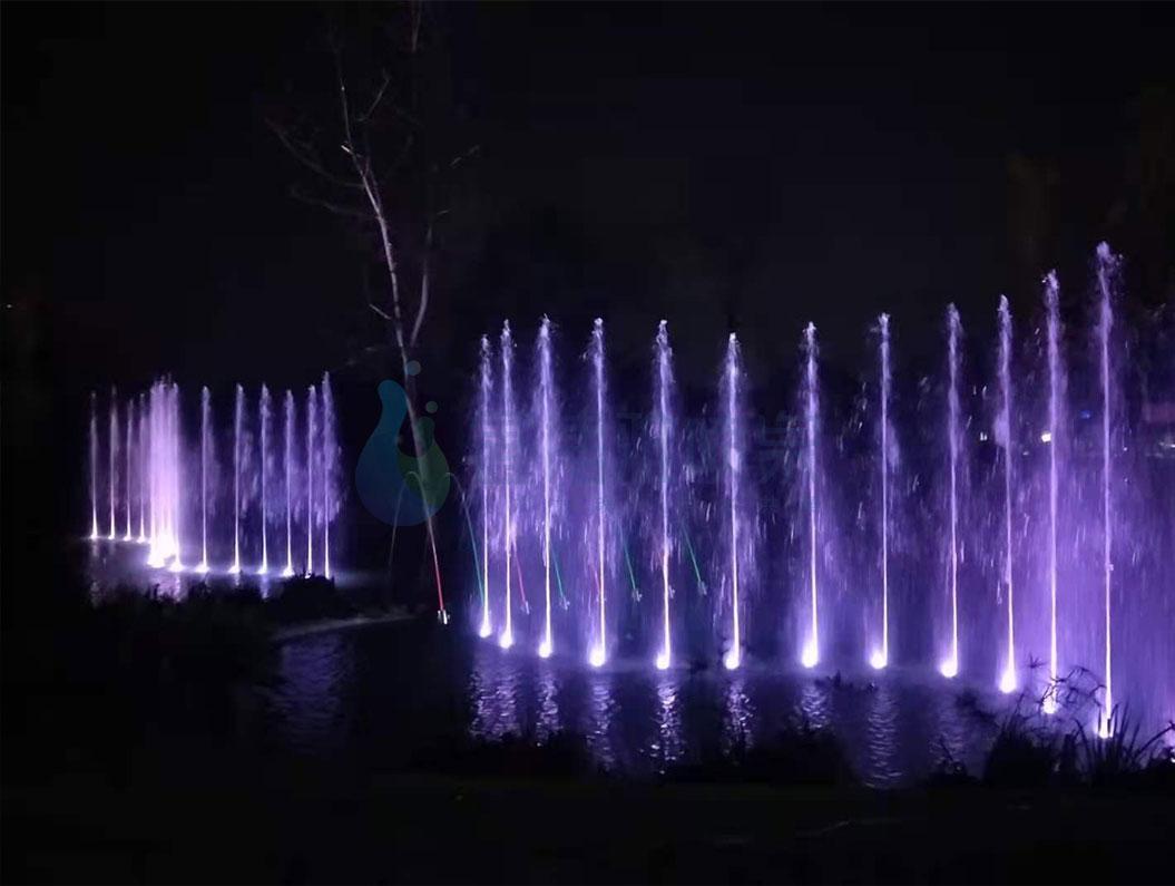 公园喷泉的纸短情长