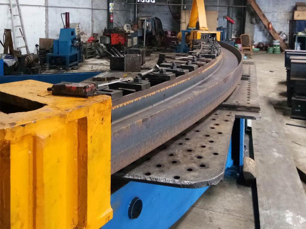 成都热弯加工厂为您介绍拉弯设备的保养方法