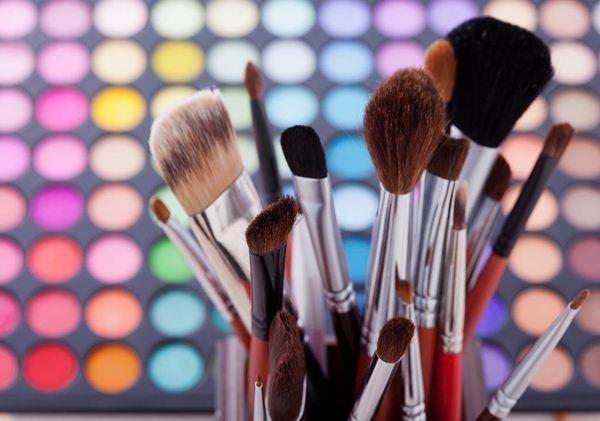 基础的化妆工具是什么?