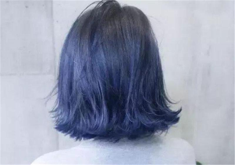 蓝黑色头发