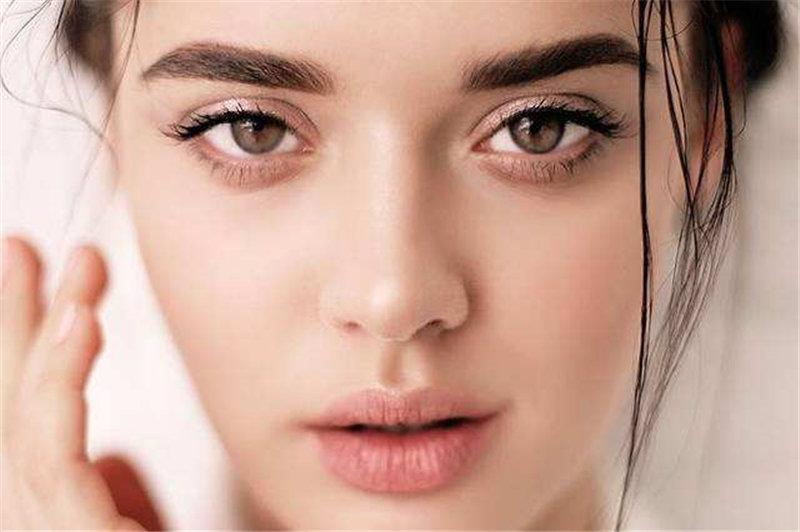 南阳化妆培训---怎么让脸看上去小一圈?用修容!