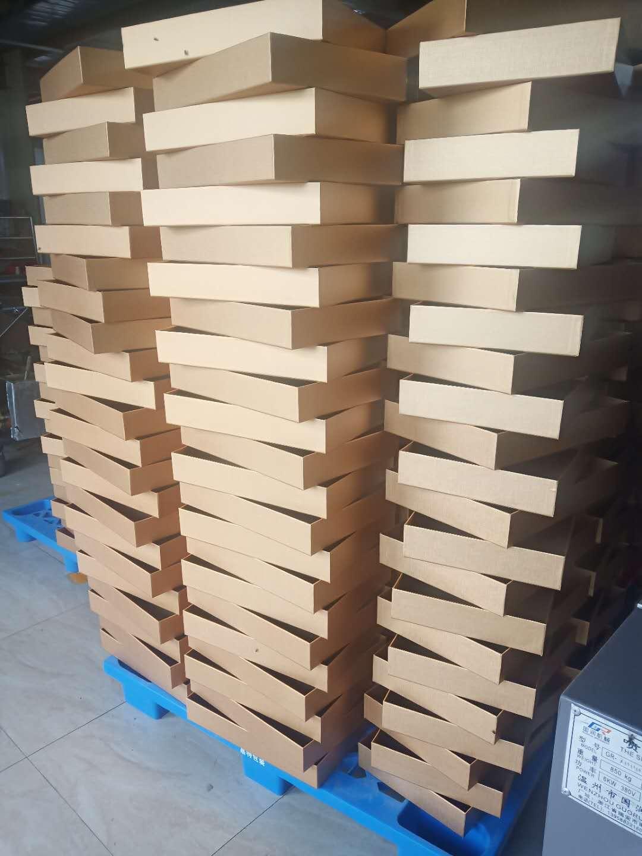 纸箱厂家在制作生产纸箱的时候一定要特别注意这些影响纸箱质量的因素