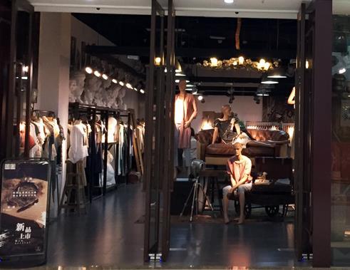 新疆服装展柜设计