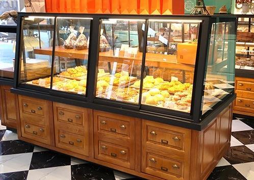面包展柜定做空间设计的新趋势是什么?