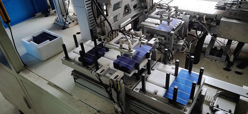 太阳能路灯生产车间