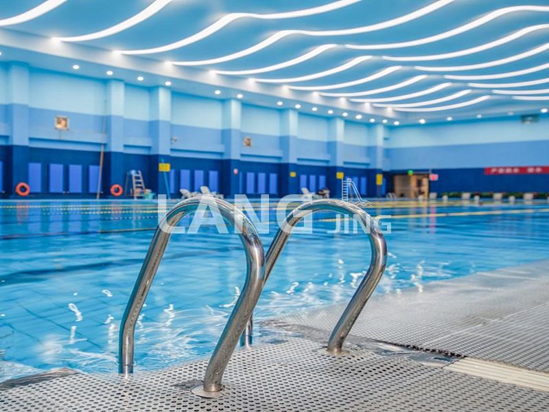 冬季恒温泳池水多少温度