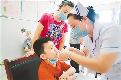 全國首支鼻噴流感疫苗在鄭接種