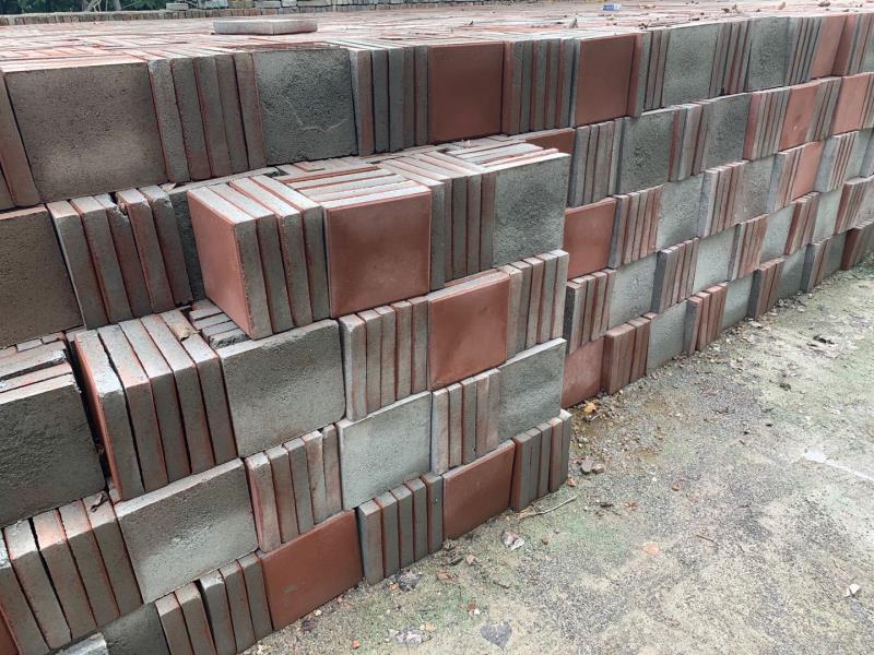 关于透水砖铺设路面的好处,西安透水砖厂来详细讲解