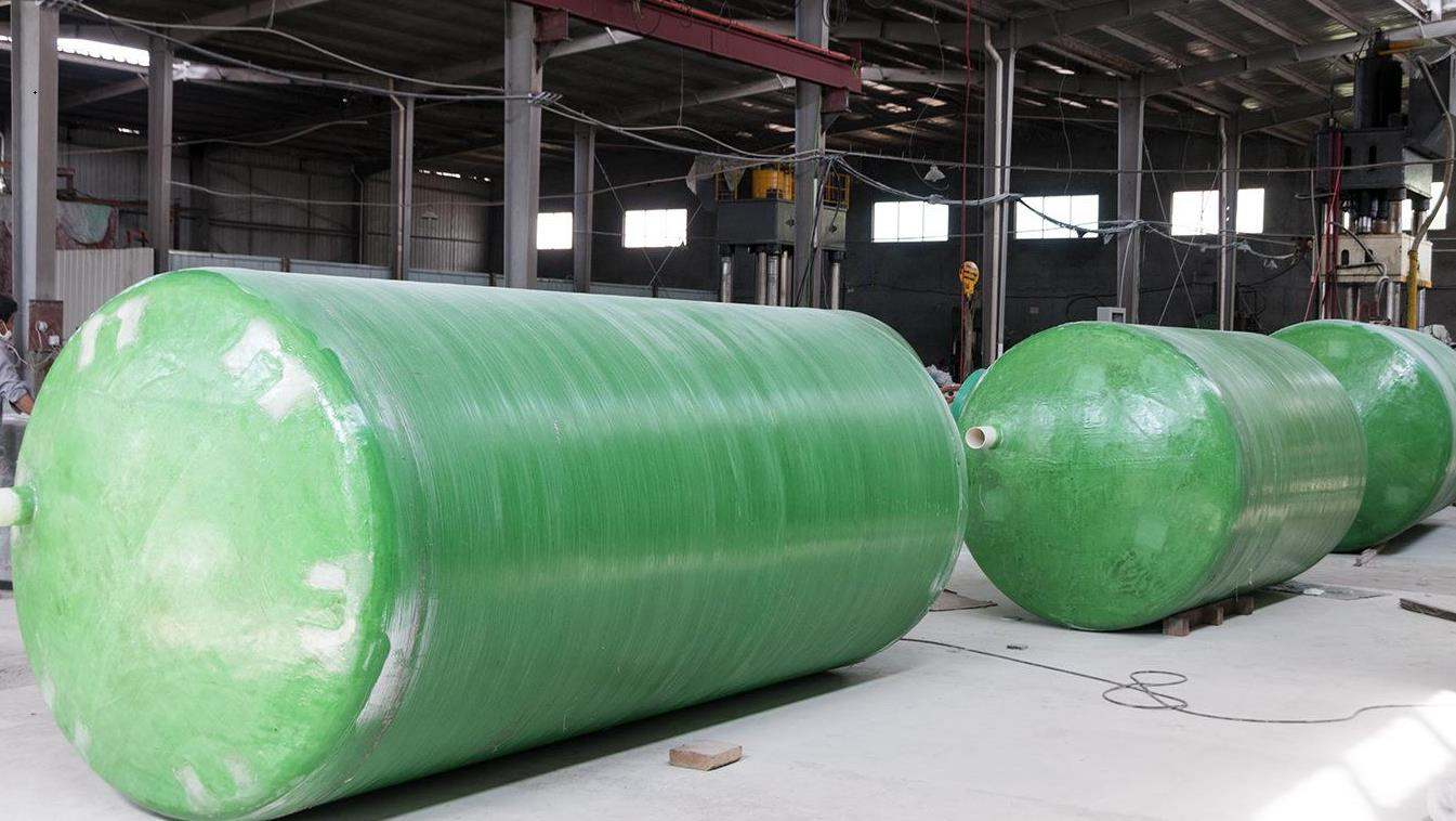 千赢千亿化粪池和地埋式污水处理设备的材质是相同的