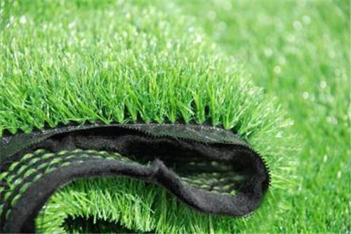 人造草坪厂家与大家分享应该怎么判断人造草坪的好坏