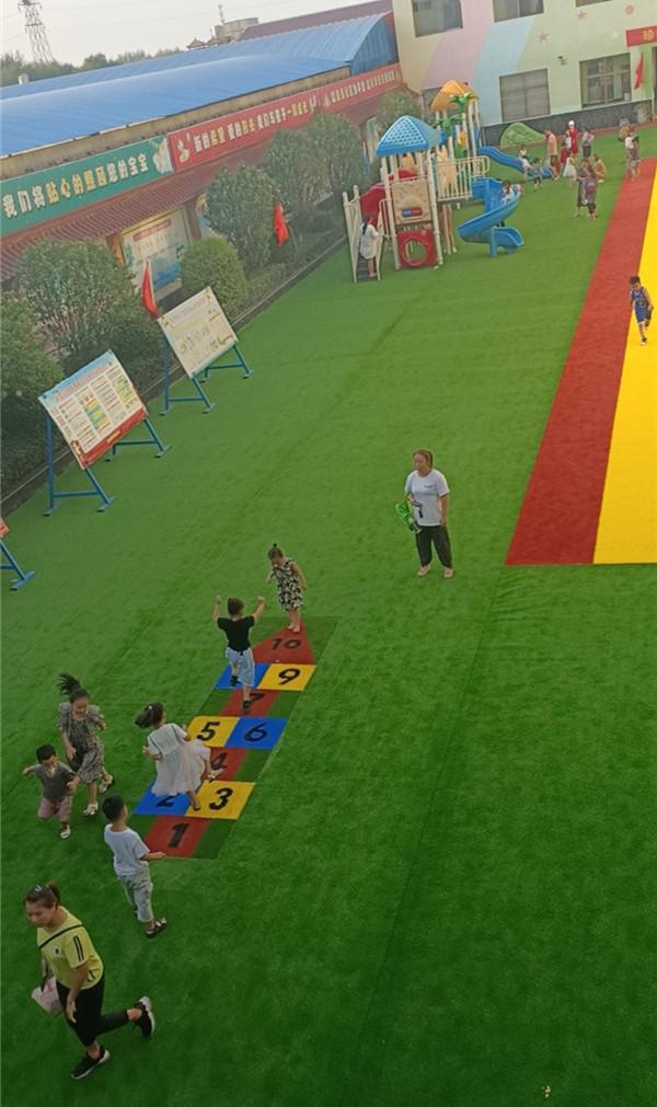 康迈斯幼儿园人造草坪