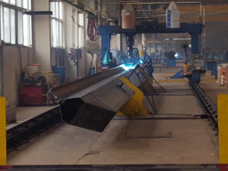 陕西门式起重机—主梁自动焊接