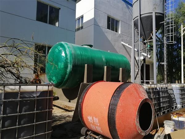 大型玻璃钢耐酸碱水池安装
