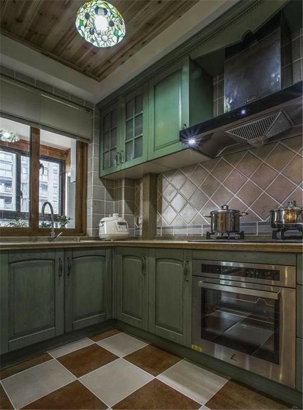 对于厨房的墙砖及整体橱柜的清洁保养方法要了解哦!