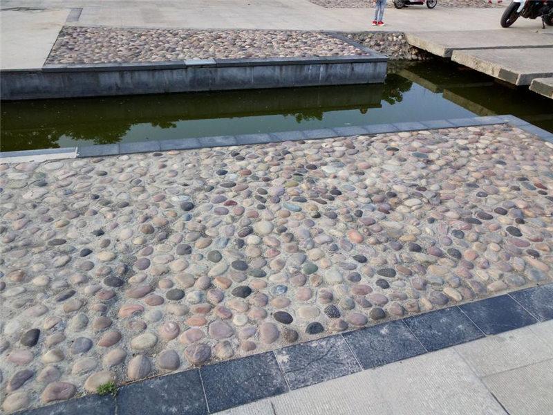 南阳弘鑫园林---鹅卵石路面怎么铺?