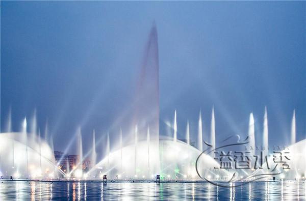 湖面大型音樂噴泉