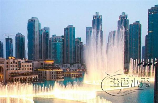 湖面大型音乐喷泉