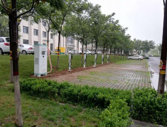 推进新能源汽车的发展,相配套的充电桩也被提上了日程