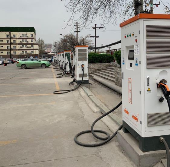 新能源汽车更新替代、加快充电桩基础设施建设