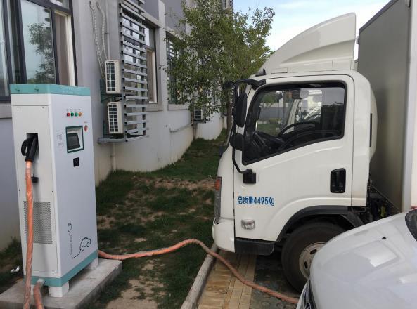 智能充电桩为市民绿色出行提供了有力的后勤保障