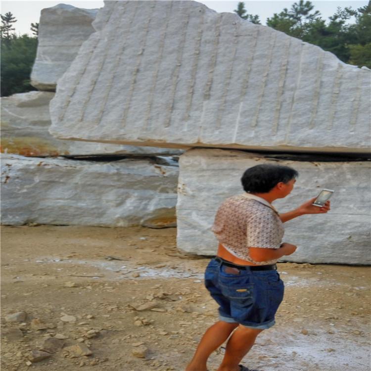 厂家供应河南雪花白荒料  大小石料都没有浪费