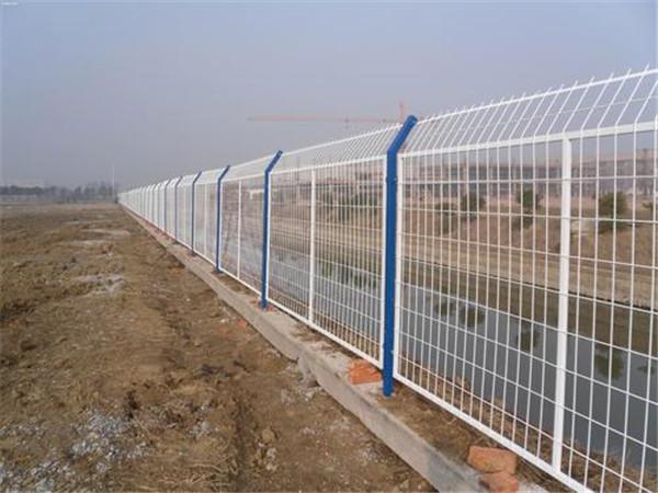 你知道浸塑护栏网与喷塑护栏网的区别吗?具体有什么?