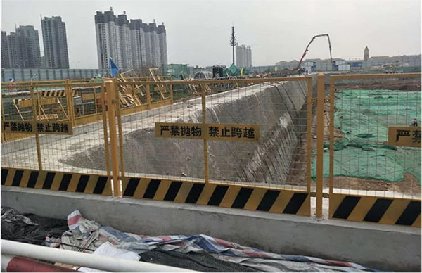 这是奥体中心施工护栏展示案例