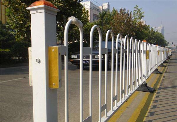 跟随小编来看看给陕西市政护栏镀锌上颜色有什么作用