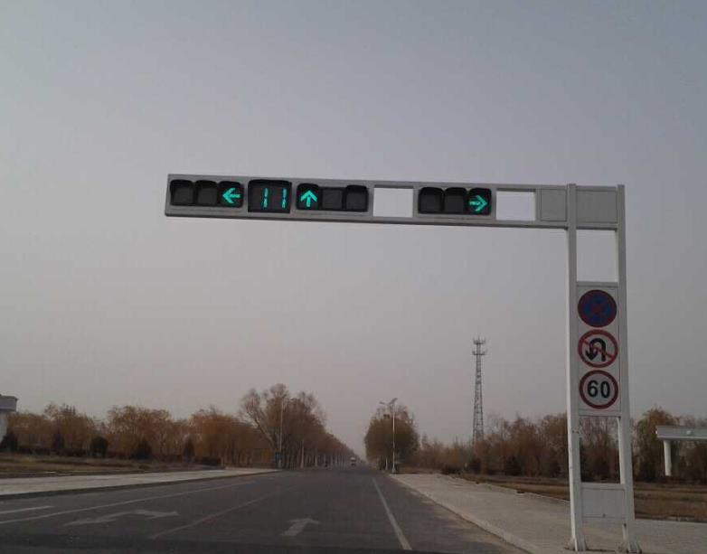 鄂尔多斯交通设施厂家告诉你交通信号灯对交通领域的作用与影响