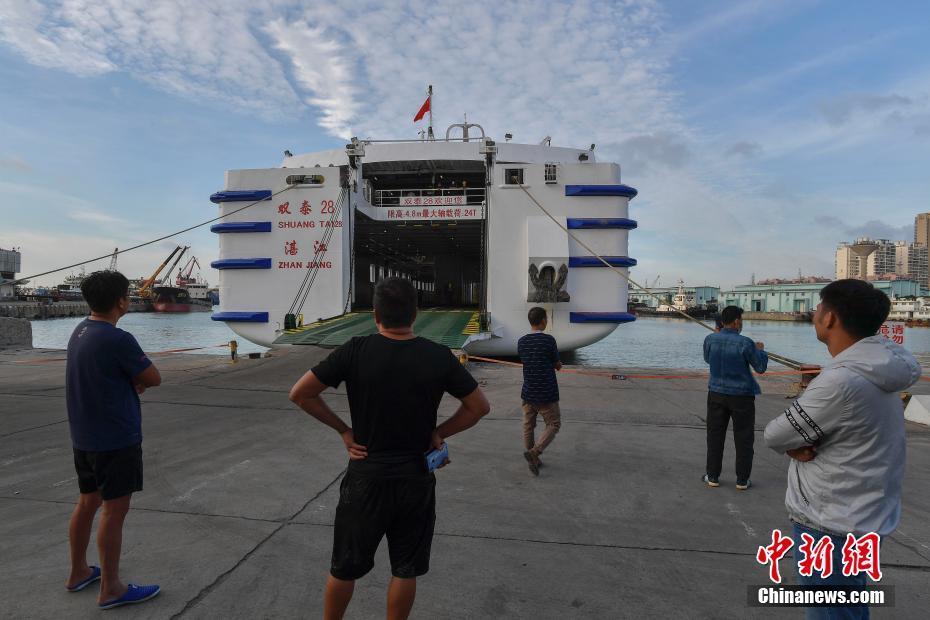 """台风""""莫拉菲""""来袭 琼州海峡全线停航"""
