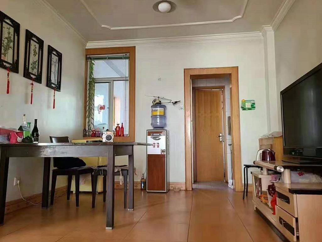 涿鹿新房出售:小五台山家属楼三楼,两室两厅,105平米