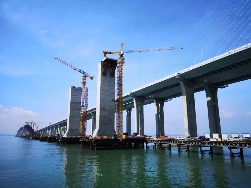 跨海高铁大桥主塔成功封顶