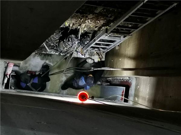 河南水下工程-9月8号西安污水蓄泵站水下闸门安装