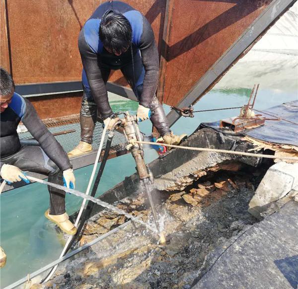 潜水员进行水下堵漏的时候应该遵循哪些安全措施了?