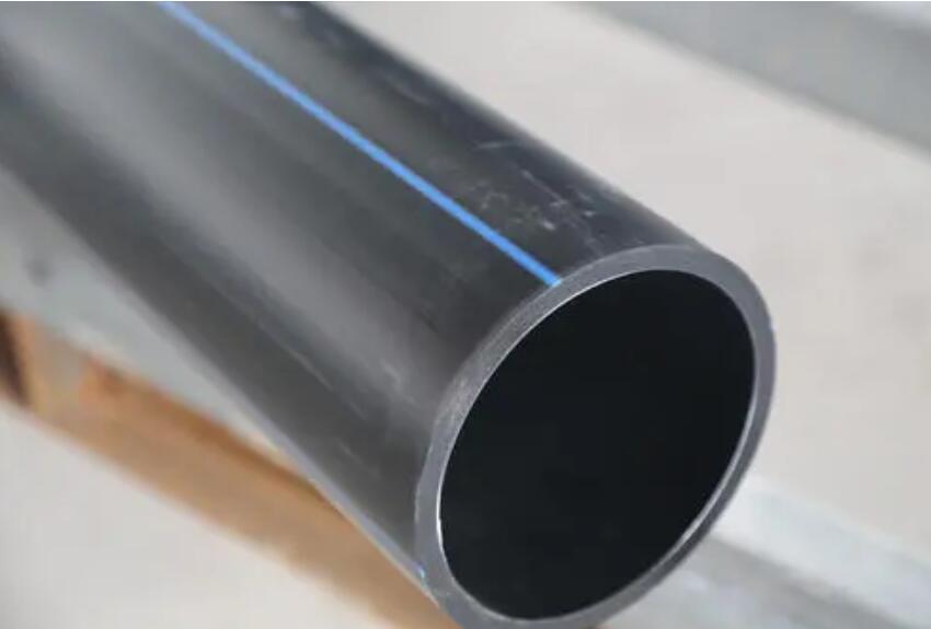 如何使用修补胶粘接PE给水管?