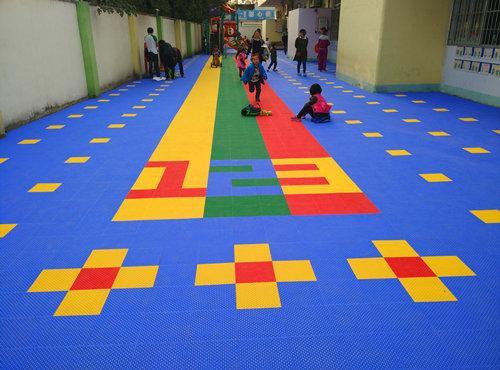 幼儿园地板选择困难症犯了欣乐贝贝给你想个办法!
