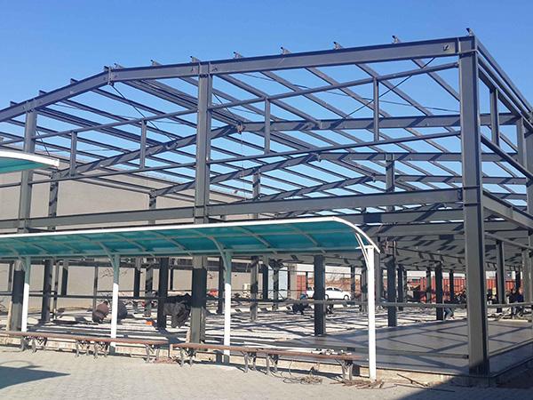 钢结构过程搭建