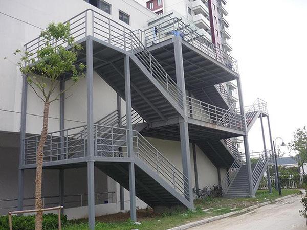 建造钢结构楼梯时留意事项