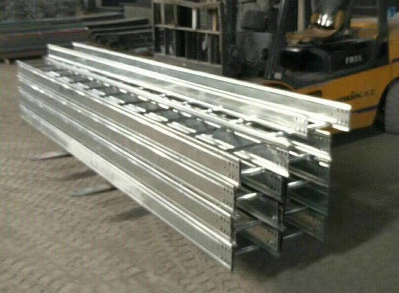 镀锌大跨距梯式桥架供应