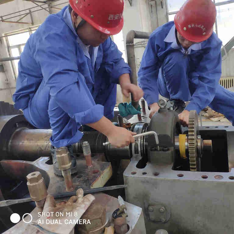 内蒙伊东集团九鼎化工有限公司硝酸四合一尾气高温透平机检修现场