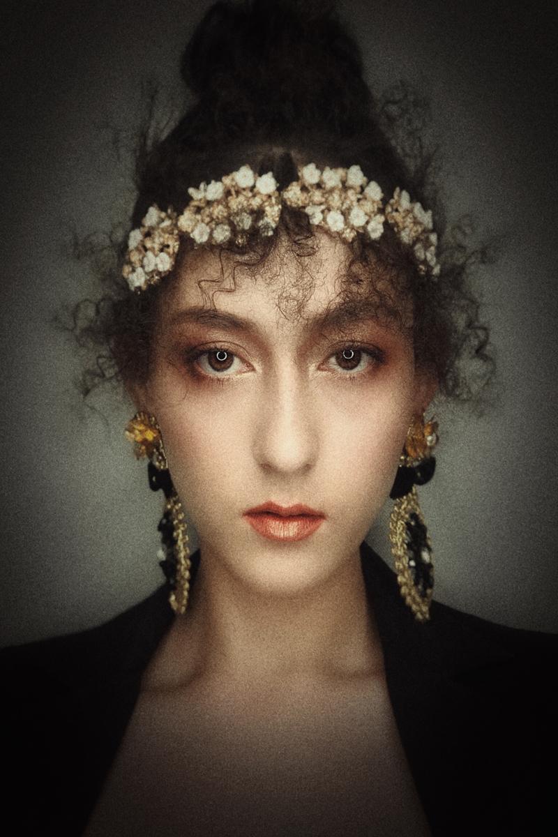 准化妆师在给新娘婚纱照跟妆必学化妆技巧