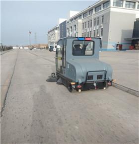 小区物业选择驾驶式扫地机