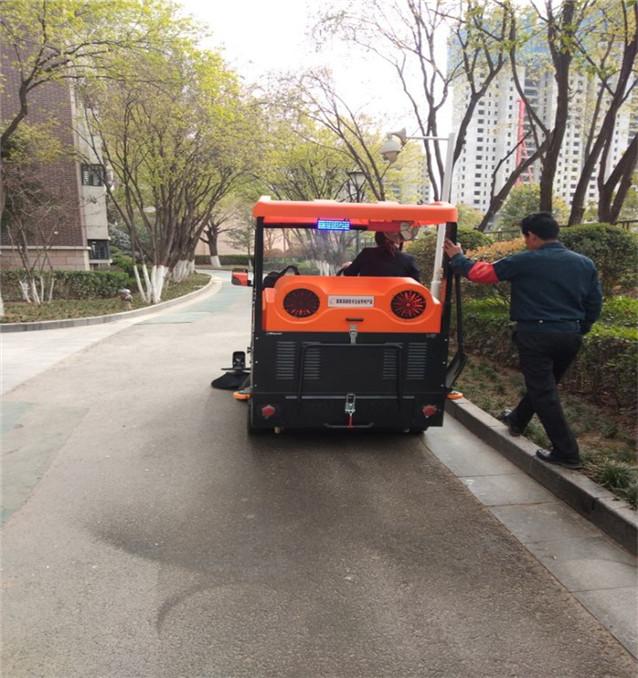 驾驶式扫地机案例