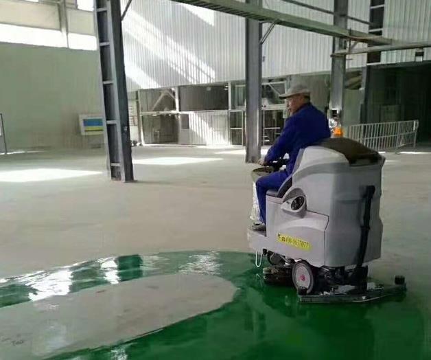 建筑行业厂房用的电动扫地机有哪些特点?