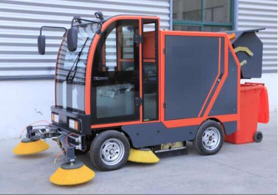 那么关于陕西电动扫地车的使用注意事项都有哪些呢?