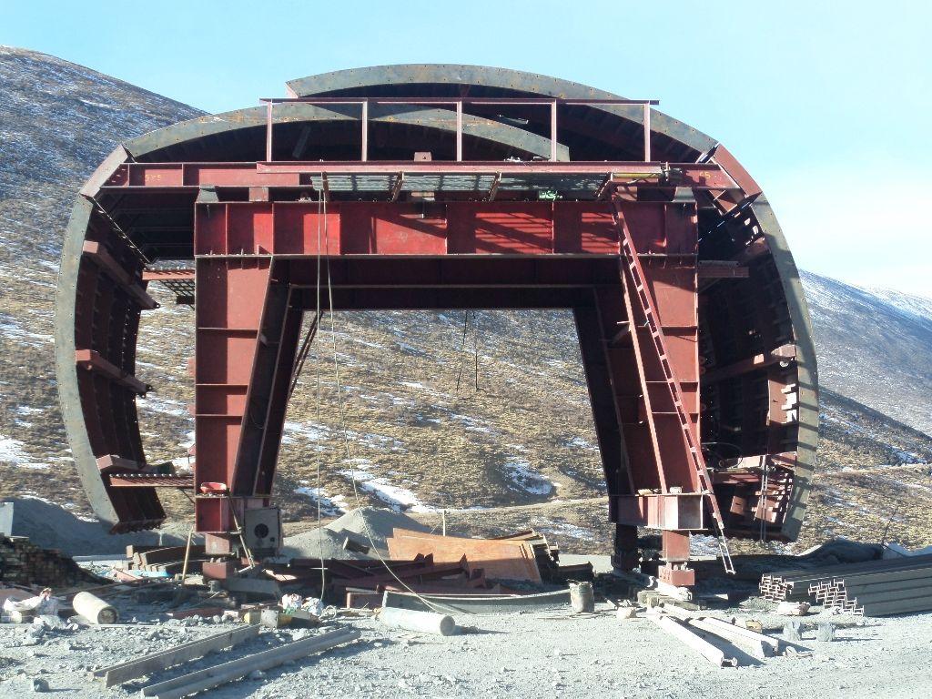 如何保证隧道钢模板在施工中正常运行?