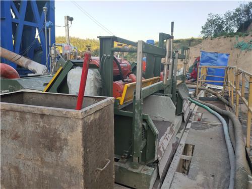 石油钻井液泥浆振动筛现场使用