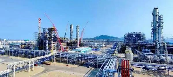 海峡两岸.大石化产业合作项目建成投产