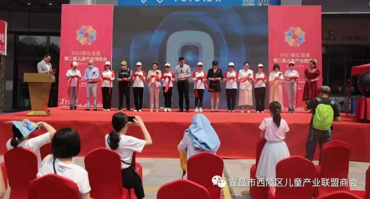 为宜昌第二届儿童产业博览会进行展台搭建