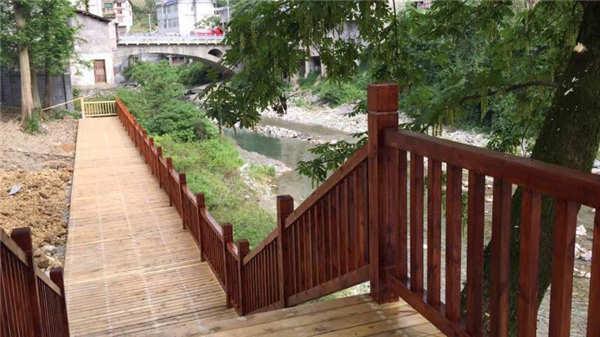 恩施龙马风情街防腐木栏杆